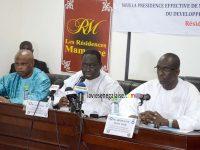 Abdoulaye Diouf Sarr, Aliou Sall et Malal Camara -remise de materiels informatiques