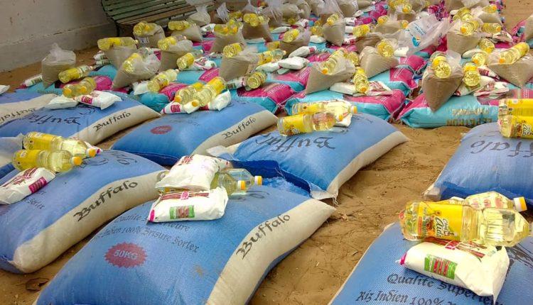 Distribution de denrées alimentaires par la mairie de Dieuppeul-Derkhlé-laviesenegalaise.com