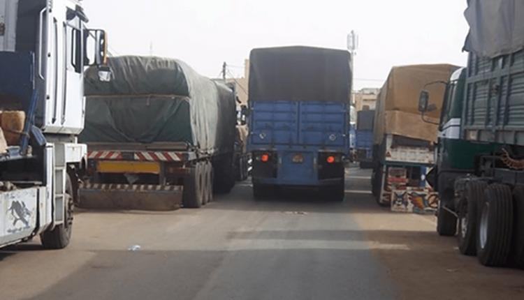 Camions gros porteurs au Sénégal, à Dakar