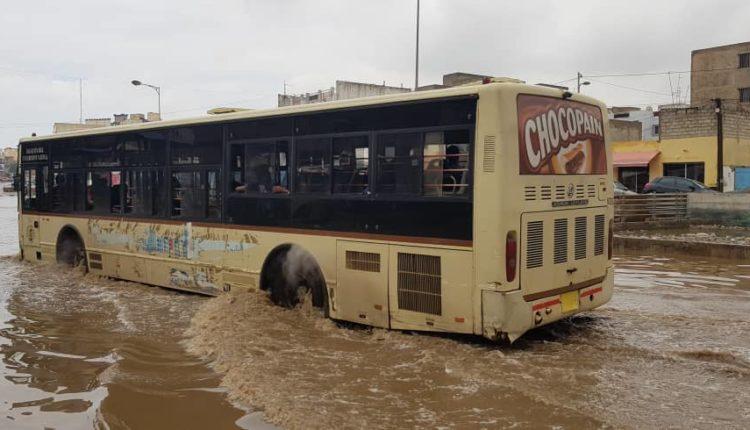 Pluies à Dakar-Bus Dakar Dem Dikk