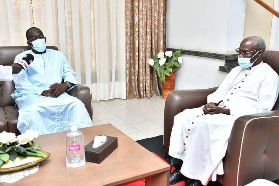 Monseigneur Benjamin Ndiaye et le ministre de la santé Abdoulaye Diouf Sarr