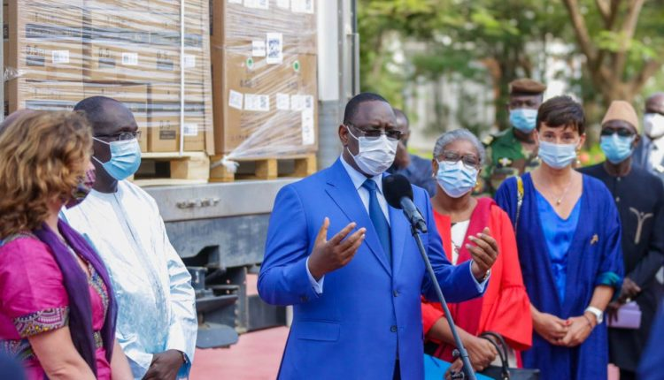 Macky Sall réceptionne les vaccins Covax
