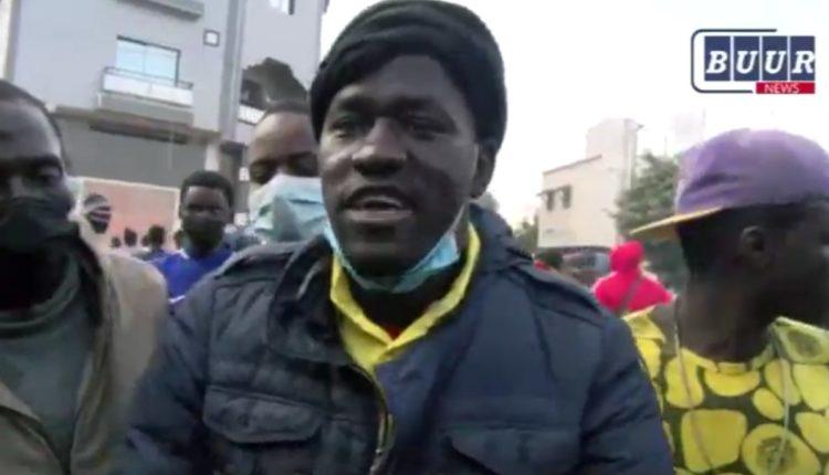 Manifestant qui exige la libération de Ousmane Sonko