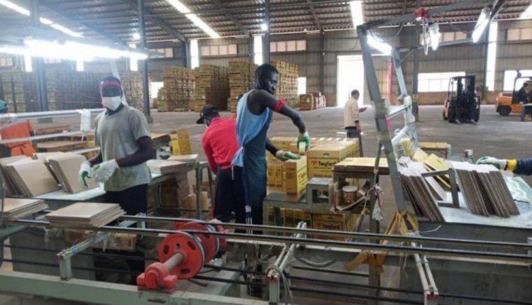 Les travailleurs de l'usine Twyford