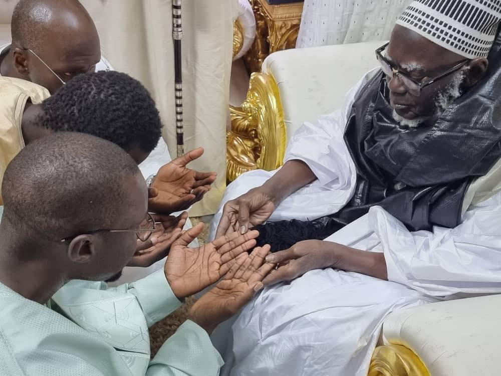 Ousmane Sonko reçu par le Khalife Général des mourides (2)