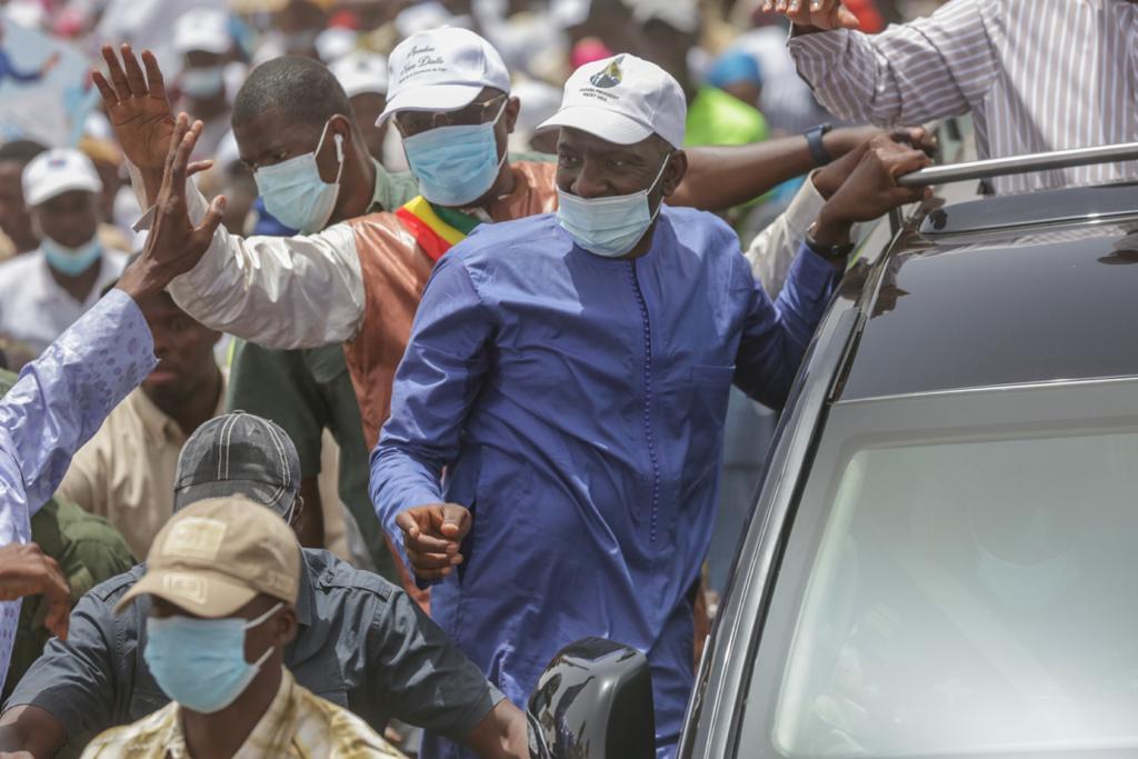 Abdoul Ly sur le véhicule présidentiel de Macky Sall à Matam, vers Ranérou Ferlo