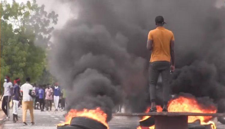 Affrontements entre étudiants et forces de l'ordre chez Macky Sall à Fatick