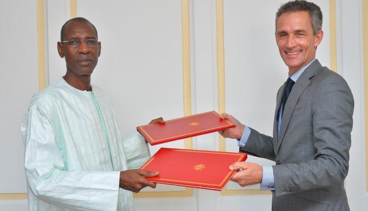 Le Sénégal et la France signent un nouvel accord