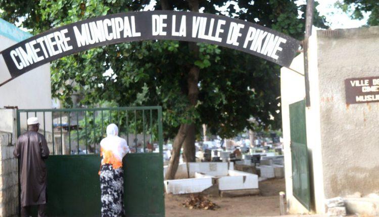Le cimetière de Pikine est plein