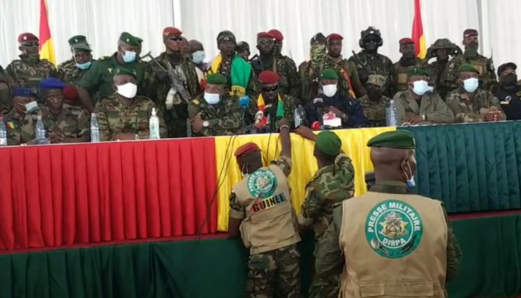 Les militaires annoncent l'ouverture des frontières et de l'espace aérien en Guinée