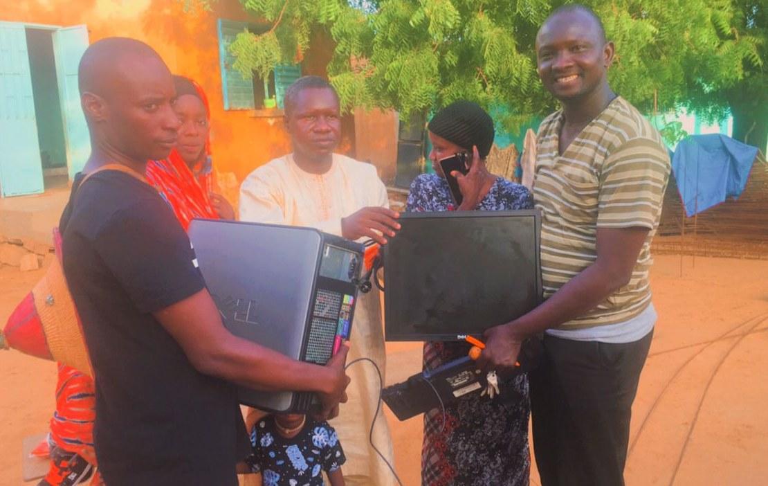 Candidat à la Mairie de Madina Ndiathbé, Amadou Thiam Cas-Cas offre des ordinateurs